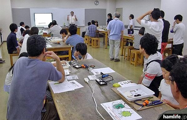 電子工作教室では、モリコロ・ウィンカーや電子イライラボー製作が行われた