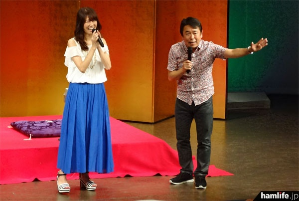 歌手のMasacoは13時から小ホールで笑福亭瓶太と共にステージに登場。軽妙なトークで盛りあげた
