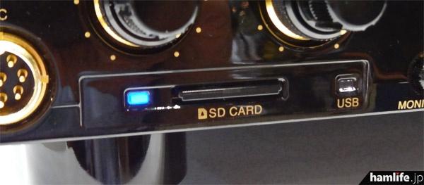 フロントパネルにはSDカードスロットを装備。またUSBメモリー用の端子も新設された