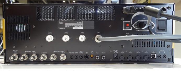 IC-7850の背面(クリックで拡大)