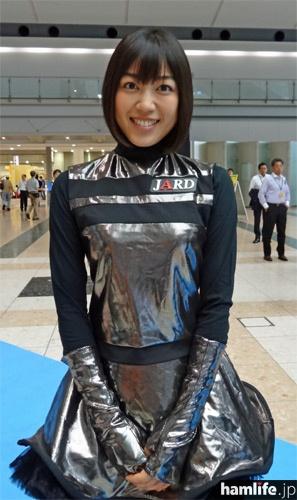 女優の松田百香。JARDのビギナーズセミナー用DVDに出演した縁でハムフェアに初参加。23日に行われたJARD関連の各種イベントに登場。近く4アマ受験を計画