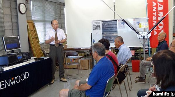 JVCケンウッドの鳥井敏雄氏によるミニ講演会。開発責任者が語るTS-990の設計コンセプトやエピソードに来場者は興味津々だった