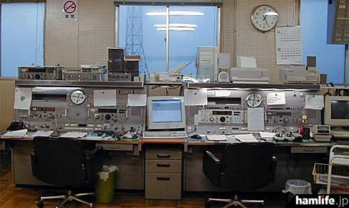 三重県漁業無線局(JFH)の無線設備(同局Webサイトより) 三重県漁業無線局(JFH)の無線設
