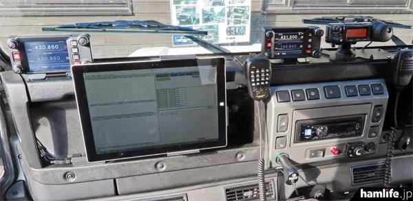 無線デモカーの助手席には、新たにWIRES-Xのノード局機能も設置された
