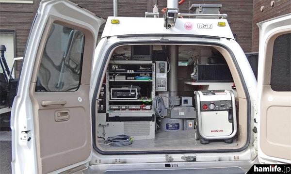 可児市のケーブルテレビ局は「全国のケーブルテレビ局で唯一」という、本格的な放送中継車を展示し内部を公開