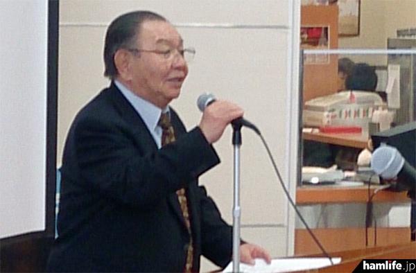 「アマチュア無線の魅力と楽しみ方」を講演する、JARD会長の有坂芳雄氏(JA1HQG)