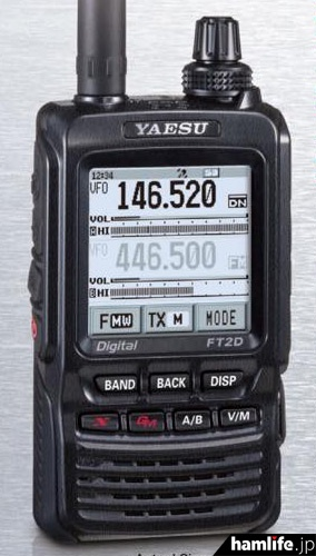 「FT2DR」とされるハンディ機のアップ。機種名は「FT2D」と表記されている