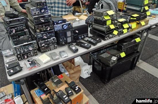 中古のアマチュア無線機を販売するサークルもあった
