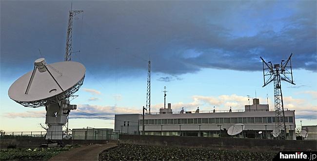 「三浦電波監視センター」の建物全景