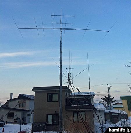 現在のJM8DBL局のアンテナ。「A-715の調子は最高! 2エレではRS53の信号がRS59+になりました」ということだった
