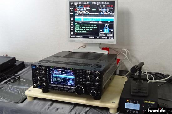 2014年12月に発表されたHF/50MHz帯のフラッグシップモデル、IC-7851。関西での視聴会はこれが初めてとなった