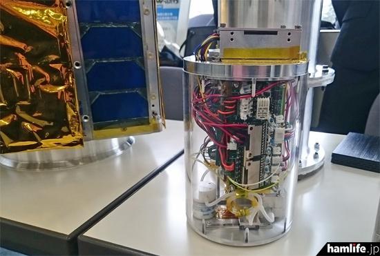 「TeikyoSat」に関するさまざまな機器も展示された