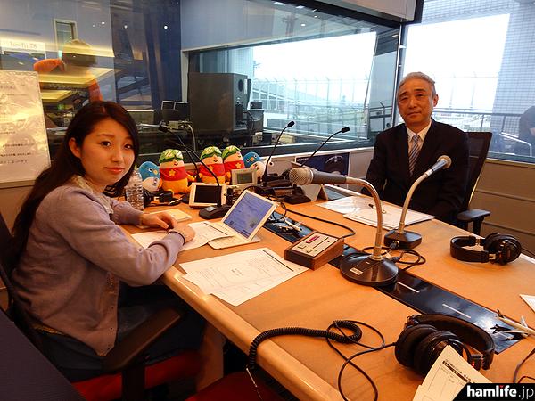 """アマチュア無線の魅力を発信する番組「CQ Communication」のこの日の収録は、成田国際空港第1ターミナル中央ビルに設けられた「FMスタジオ""""SKY GATE""""」で行われた"""