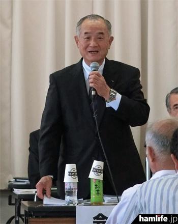 総会冒頭で挨拶する山之内俊彦JARL会長(JA7AIW)