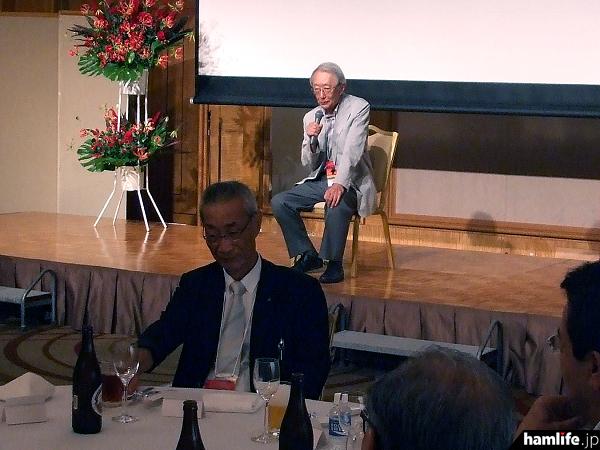 JA界の著名DXerでもあるJA1BK・溝口氏も会場に駆けつけ、宮澤氏の殿堂入りを祝った