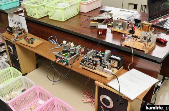 真空管式のオーディオアンプや多機能電源を展示