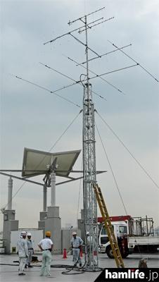 FBサウンド田無が建設を請け負った、ハムフェア会場のアンテナタワー(8月21日午後撮影)