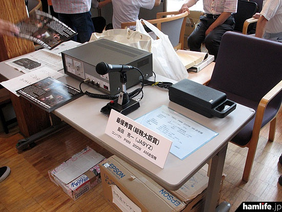 ハムフェア2015の自作品コンテストで最優秀賞に輝いた、JA9YZ島田氏製作の7MHz帯コンパクトPWM 200W AM送信機も展示