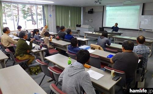 2015年2月にエカチ・カムイアマチュア無線クラブが開催した「ビギナーズ研修会(電話モードによる交信)」の模様(同クラブのブログより)
