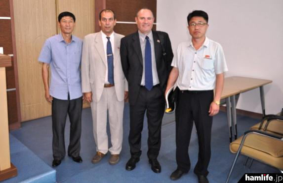 北朝鮮の電気通信当局者を訪問したEA7AJR、EA5RM(ARRL NEWSより)