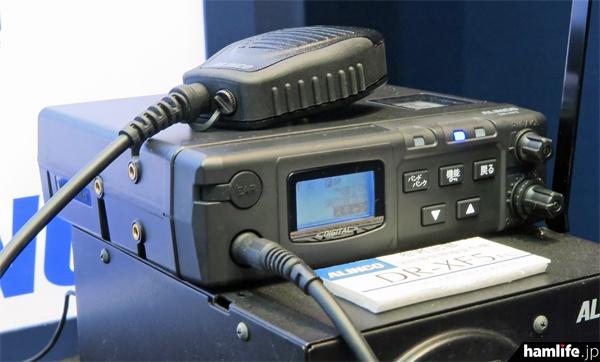 460MHz帯アナログ署活系無線の送受信機能と、260MHz帯消防救急デジタル無線の受令機を一体型にしたDR-XF5FU