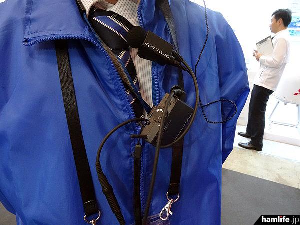 """次世代小電力デジタルトランシーバー「G-TALK」は最大5台まで同時通話ができ、レシーバーモードでは何台でも追加が自由に行える。「インターコミュニケーション(相互通信式構内電話)」、通称""""インカム""""としての利用を提案"""