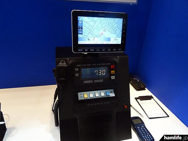 IP業務無線を利用したサービスの1つとして、クラリオン製の業務車両向け車載端末「UA-1137A」を使い位置情報サービスのデモを行っていた
