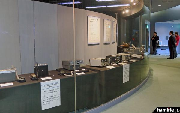 サイエンスドームギャラリー内に展示された懐かしいアマチュア無線機