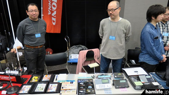 QSLカード印刷とBCLラジオ販売のA4マニアックスもブースを出展