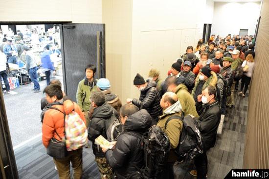 10時30分から、ラジオライフ1月号持参者を対象とした優先入場がスタートした(写真提供:ラジオライフ編集部)