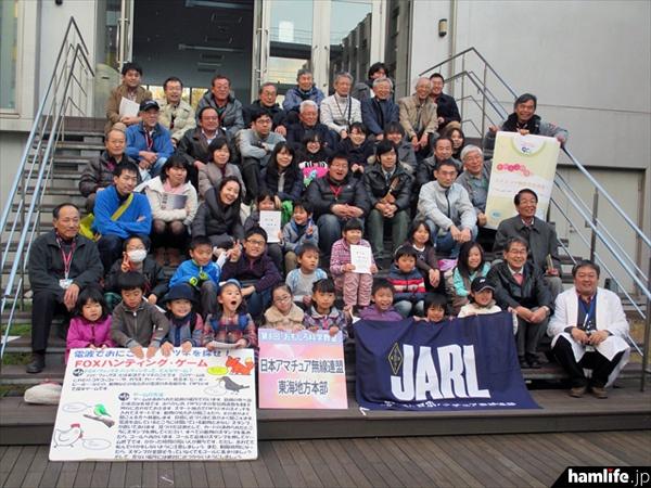「第8回おもしろ科学教室」のJARLイベント参加者と関係者の記念写真