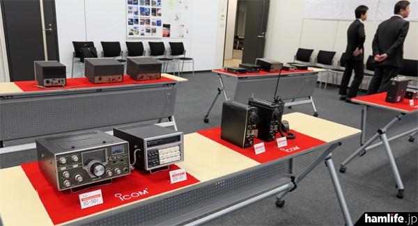 アイコム(井上電機製作所)第1号機のFDAM-1をはじめ、FDAM-3、IC-71、IC-700T/R、IC-502A、IC-3Nなど、歴代の機種が展示された