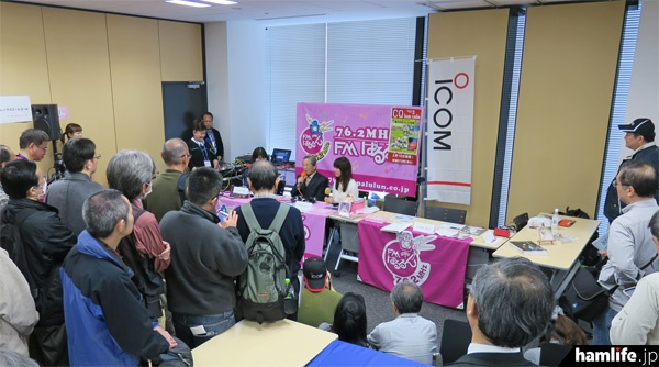 「アイコムアマチュア無線フェスティバル in 秋葉原」会場で行われた、CQ ham for girls公開生放送の模様