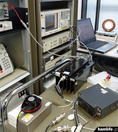 1200MHz帯のアンテナ端子に測定用の終端装置を接続