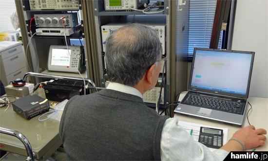 測定結果はその場で記録していく。このあと「スプリアス実態調査の測定結果通知書」の発行を行い、無線機器の返却作業に入る