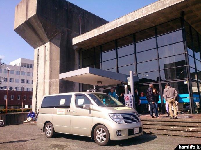 2016年の「静岡県西部ハムの祭典」会場となった浜松卸商センター「アルラ」前の模様