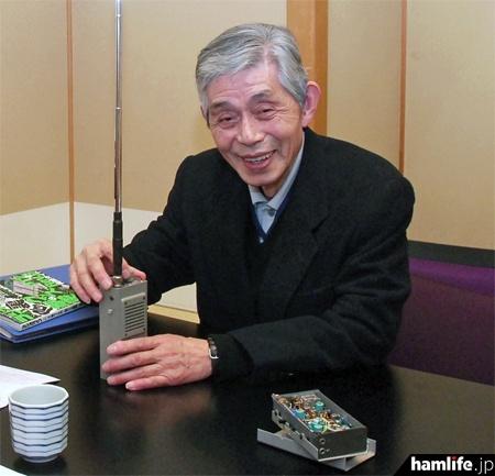 ピコシリーズと高田継男氏(2011年撮影、写真提供:三才ブックス「ラジオライフ」編集部