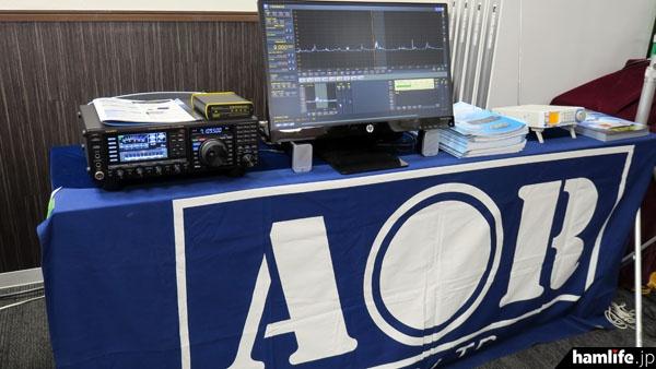 エーオーアールはFTDX3000Dとペルセウスの組み合わせと、受信機AR-DV1を使ってFT2DのC4FM音声が復調できる様子をデモンストレーションした