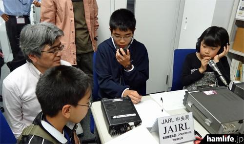 2014年の「こどもの日」にJARL本部で行われた特別公開運用の模様