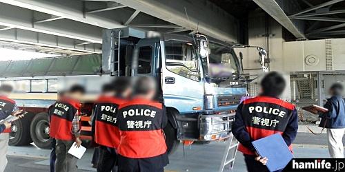 東京都江東区・国道357号線において警視庁生活安全部保安課と向島警察署と共同で実施した取り締まりの様子(報道資料から)