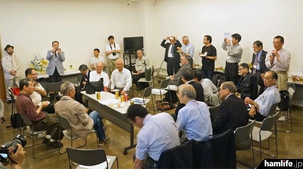 会には全国各地から36名の無線家、関係者らが出席した