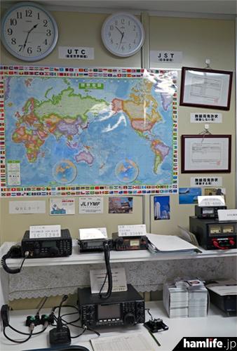 東京・巣鴨のJARD本部に開設されている社団局、JO1ZRDのシャック
