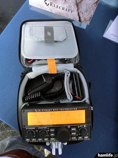 SOTAに最適という呼び声高い、超小型HF帯トランシーバー「KX2」がElecart社ブースに展示されていました。