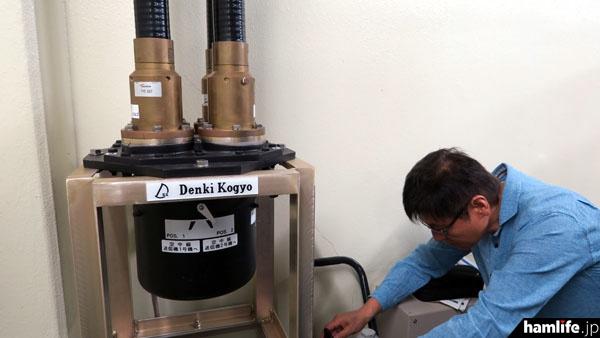 現用と予備の送信機を切り換える際に使用する出力切替器