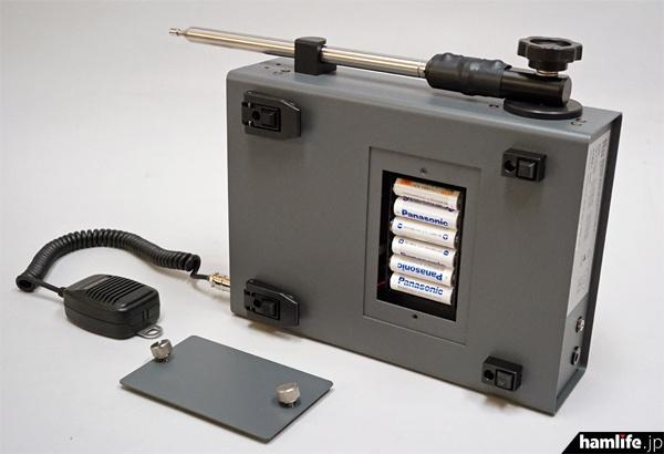 最初に技適を通過したSR-01試作機の底部と背面、製品版では一部変更される可能性もあるという