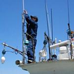 北海道総合通信局、海上保安庁江差海上保安署と瀬棚海上保安署と共同で無線局免許のない無線機を設置した4名を一挙摘発