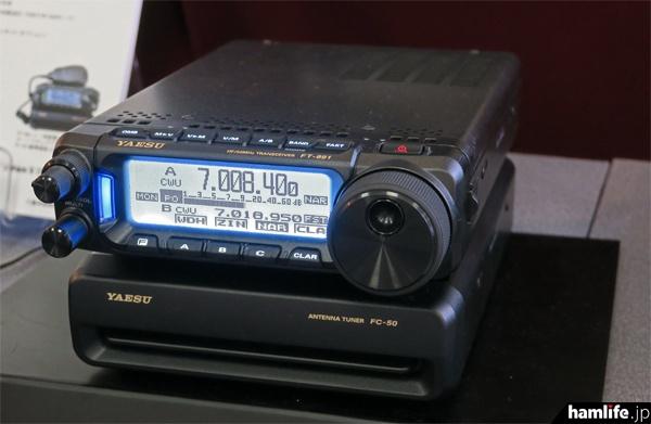 八重洲無線はHF~50MHz帯のオールモードコンパクト機、FT-891を展示。同製品は現在生産中で、技適証明が発行され次第出荷する予定という説明だった