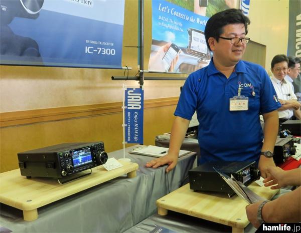 アイコムはHF/50MHz帯のコンパクトなオールモード機、IC-7300を実動展示し注目を集めた