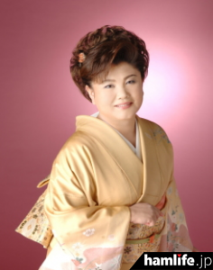 第ニ級アマチュア無線技士の資格を持つ、演歌歌手の水田かおり・JI1BTL。当日はオリジナル曲「電子申請音頭♪(仮)」が初披露される予定だ