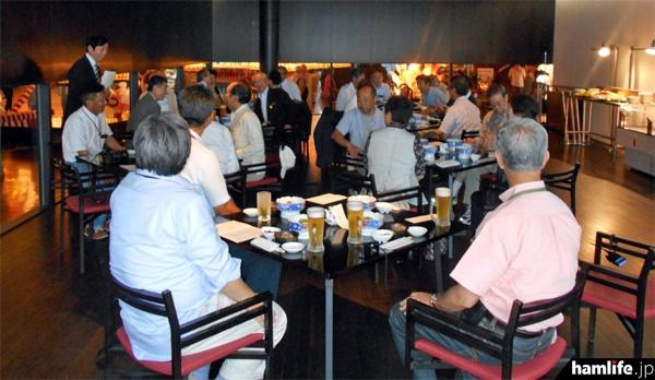 支部大会終了後、講師のJK1OPL小野氏を囲む会が開催された